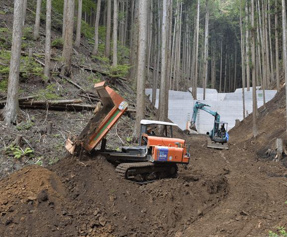 各種建設・土木工事、特に山間部での工事を得意としています。