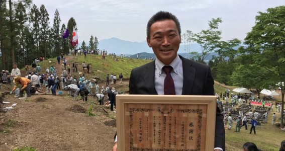 平成28年度緑化功労者として県知事より表彰していただきました。